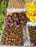 De tribune van het fruit stock afbeeldingen