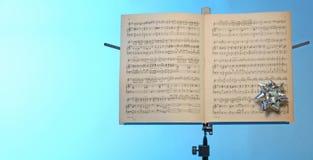 De tribune van de muzieknota stock foto