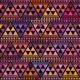 De trillende driehoek van de bohostijl herhaalt patroon vectorontwerp op zwarte achtergrond Groot voor luxe, welzijn, yoga, schoo royalty-vrije illustratie
