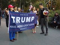 De troef, maakt Amerika Groot opnieuw! , Washington Square Park, NYC, NY, de V.S. royalty-vrije stock fotografie