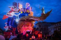 De troef van Donald satirically in Carnaval dat van Viareggio wordt vertegenwoordigd Stock Fotografie
