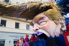 De troef van Donald satirically in Carnaval dat van Viareggio wordt vertegenwoordigd Stock Foto