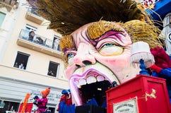 De troef van Donald satirically in Carnaval dat van Viareggio wordt vertegenwoordigd Stock Foto's