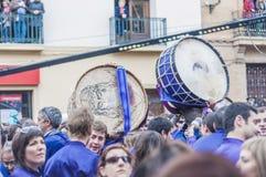 De Trommel die van Tamborrada zich in Calanda, Spanje verzamelt Stock Afbeelding