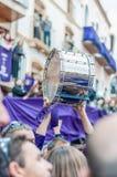 De Trommel die van Tamborrada zich in Calanda, Spanje verzamelt Stock Fotografie