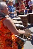 De trommel van vrouwenspelen Royalty-vrije Stock Foto