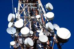 De Trommels van de antenne op de Mobiele Mast van de Telefoon stock afbeeldingen