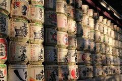De trommels van Europese wijn en Japans belang rond Meiji Jingu royalty-vrije stock afbeelding