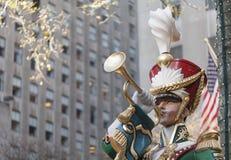De Trompetter van de Militair van het stuk speelgoed op Centrum Rockefeller Stock Fotografie