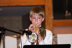 De Trompetter van de de jeugdgroep royalty-vrije stock afbeeldingen