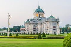 De de Troonzaal van Anantasamakhom is een koninklijke ontvangstzaal binnen Dusit-Paleis in Bangkok royalty-vrije stock afbeeldingen
