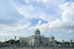 De troonzaal van Anantasamakhom met heldere blauwe die hemel in Bangkok Thailand wordt genomen royalty-vrije stock foto's