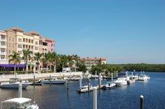 De tropische jachthaven van de waterkant royalty-vrije stock fotografie