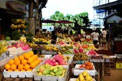 De tropische Tribune van de Fruitmarkt in openbare markt Royalty-vrije Stock Afbeelding