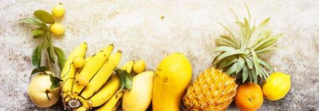 De tropische Vruchten Ruwe het Eten Donkere Achtergrond van het Conceptenvoedsel Royalty-vrije Stock Afbeelding