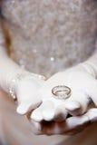 De trouwring van bruiden Stock Foto's