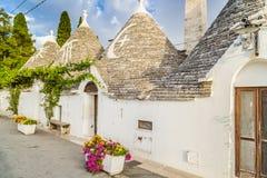 De Trulli husen av Alberobello i Apulia i Italien Arkivfoto