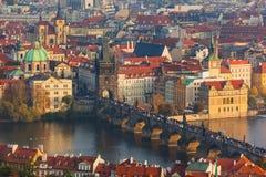 De Tsjechische Republiek van Praag - 19 Oktober 2017: Mensen die op C lopen royalty-vrije stock fotografie