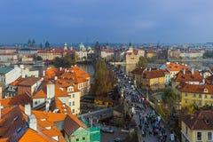 De Tsjechische Republiek van Praag - 19 Oktober 2017: Mensen die op C lopen royalty-vrije stock foto's