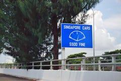 De Tuas-weg die van de Controlepostgrens tussen Singapore en Johor, Maleisië kruisen stock foto