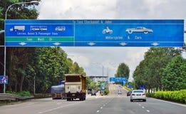De Tuas-weg die van de Controlepostgrens tussen Singapore en Johor, Maleisië kruisen royalty-vrije stock foto's