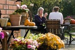 In de tuin stock foto
