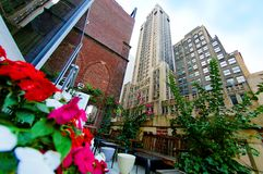 De tuin en de wolkenkrabbers van het terras Stock Afbeeldingen
