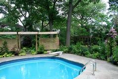 De tuin met Pool royalty-vrije stock afbeelding