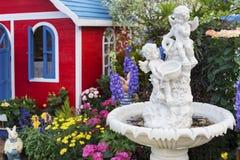 De tuin van de binnenplaatsbloem royalty-vrije stock foto