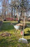 De tuin van de lente het schoonmaken Stock Afbeeldingen