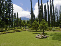 De tuin van de Tempel van Danau van Ulun Stock Afbeelding