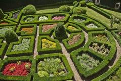 De tuin van de zomer van het romantische paleis van Pieskowa Skala Stock Afbeeldingen