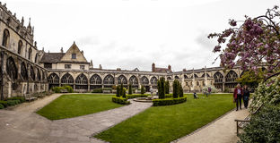 De tuin van het de Kathedraalklooster van Gloucester stock afbeelding