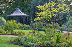 De tuin van het pergolapark Royalty-vrije Stock Foto's