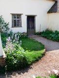 De tuin van het plattelandshuisje Royalty-vrije Stock Afbeeldingen