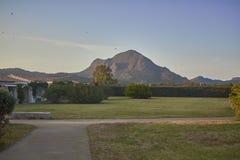 De tuin voor de berg Stock Foto's