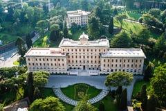 De Tuinen van Vatikaan in de Stad van Vatikaan Lucht Mening Mooie oude vensters in Rome (Italië) Stock Foto