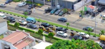 De Tuk tuk bestuurders vervoeren hun passagiers rond de havenstad stock fotografie