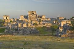玛雅废墟鲁伊纳斯de Tulum (Tulum废墟)在金塔纳罗奥州,墨西哥 El卡斯蒂略在玛雅废墟被生动描述在尤加坦Peninsu 库存图片