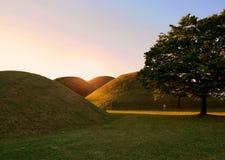 De tumulussen parkeren koninklijke complexe graven royalty-vrije stock afbeelding