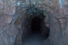 De tunnel van het rotshol Stock Afbeeldingen