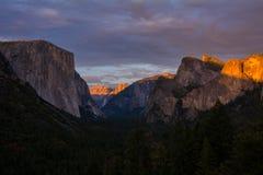 De Tunnelmening van de Yosemitevallei bij zonsondergang Royalty-vrije Stock Afbeelding