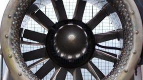 De turbine begint langzaam te spinnen stock videobeelden
