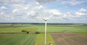 De turbine die van de wind schone energie veroorzaakt stock videobeelden