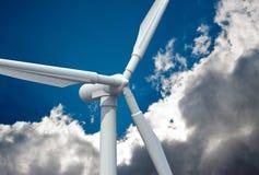 De turbine van de wind in de hemel Royalty-vrije Stock Fotografie