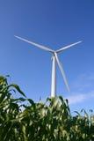 De turbine van de wind op een gebied stock foto