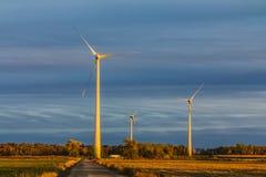 De turbine van de wind op een gebied Royalty-vrije Stock Afbeeldingen