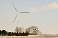 De Turbine van de Wind van Indiana over familiehuis Stock Afbeelding