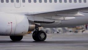 De turbine van de vliegtuigen werkt stock video