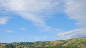De turbine van de wind met wolken stock videobeelden